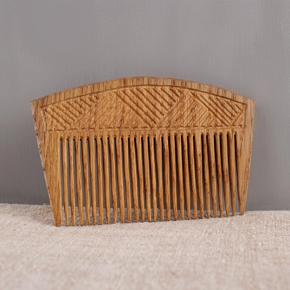Oak comb with narrow teeth