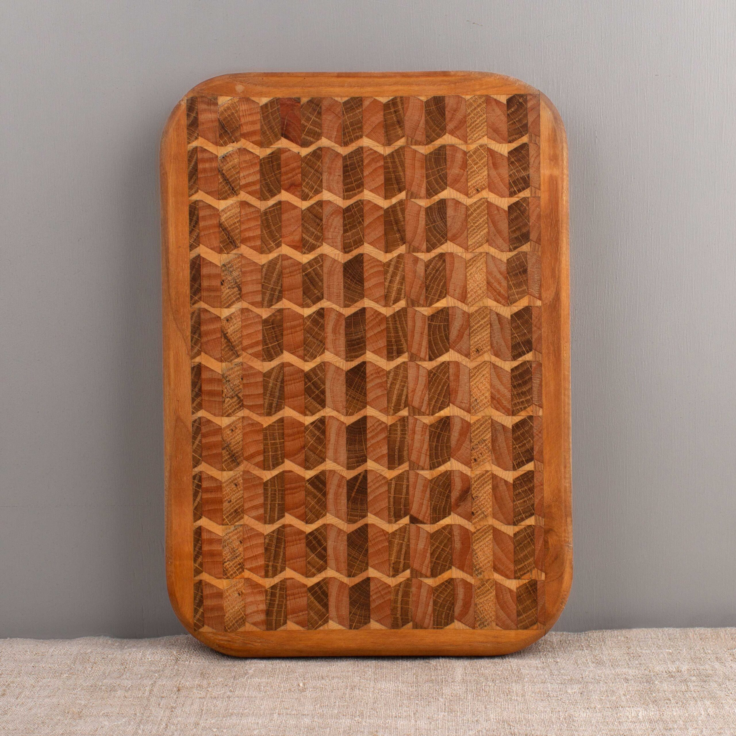 Wooden chopping board with handles